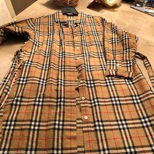 Burberry shirt dress top pocket. Side pockets belt